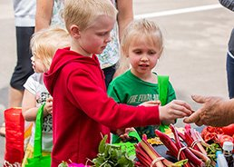 Kids buying produce at Hillside Farmers Market